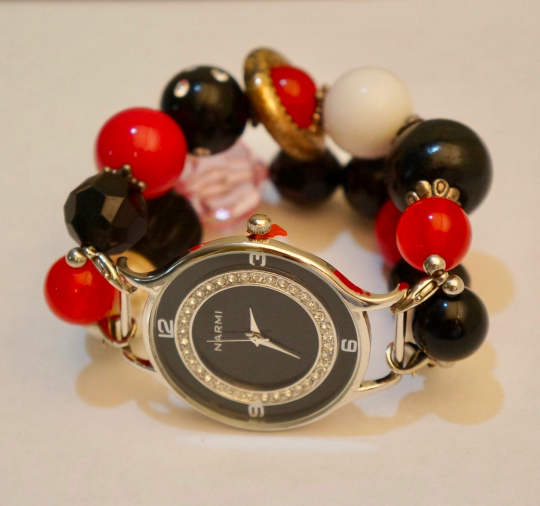 NEW women's Handmade beads Stretchable band with Black,Pearl& Red color beautiful beads