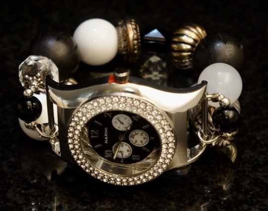 NEW women's Handmade beads Stretchable band with Black,White&Artificial diamond color beautiful beads