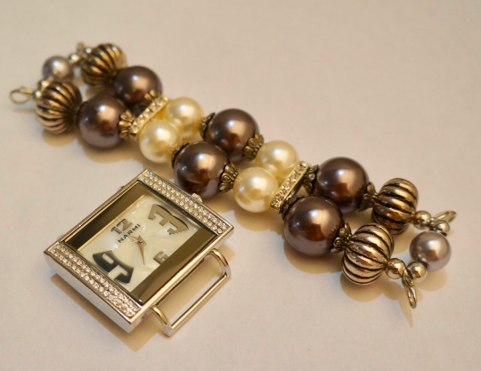 NEW women's Handmade beads Stretchable band with Dark Brown& pearl color beautiful beads